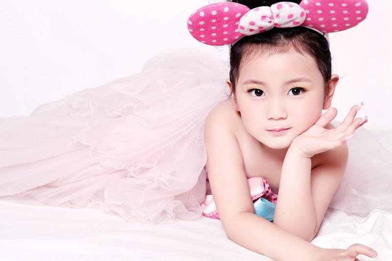 天才小童星朱明月拍摄宣传片